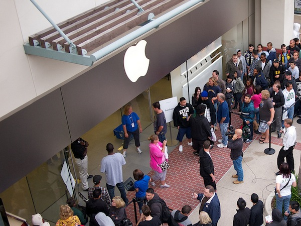 Apple and Microsoft stores are the future of technology retailing